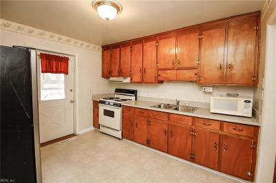 Newport News Residential For Sale: 93 Kendall Dr