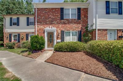 Virginia Beach Residential New Listing: 834 N Grosvenor Ct