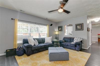 Chesapeake Residential New Listing: 220 Castleberry Dr