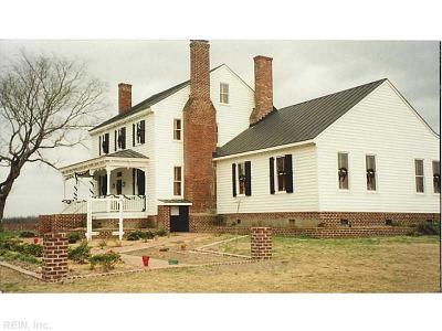 Suffolk Single Family Home For Sale: 456 Barnes Rd