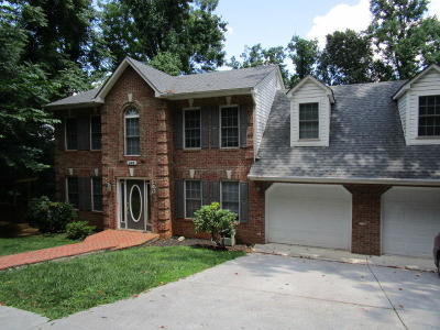 Single Family Home For Sale: 845 Woods End Ln