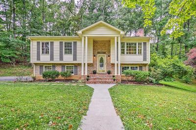 Single Family Home For Sale: 411 Pin Oak Dr