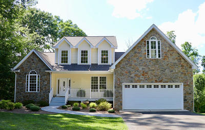 Single Family Home For Sale: 527 Winding Waters Dr