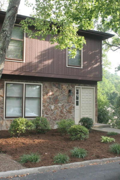 Roanoke County Attached For Sale: 3331 Stonehenge Square