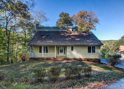 Goodview Single Family Home For Sale: 304 Woodlake Dr