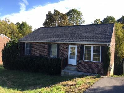 Bedford Single Family Home For Sale: 1019 Woodhaven Dr