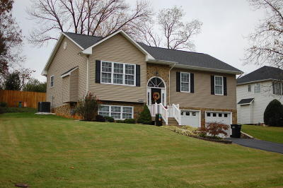 Single Family Home For Sale: 2038 Bridle Ln