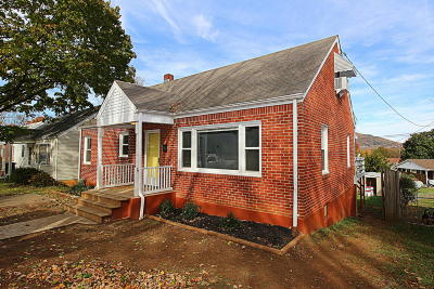 Roanoke Single Family Home For Sale: 3235 Oliver Rd