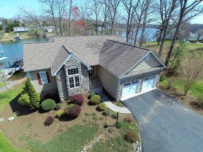 Single Family Home For Sale: 689 Boxwood Green Dr