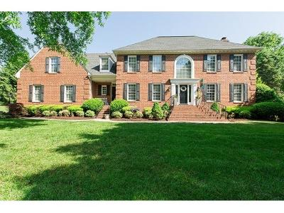 Roanoke County Single Family Home For Sale: 5825 Cavalier Dr