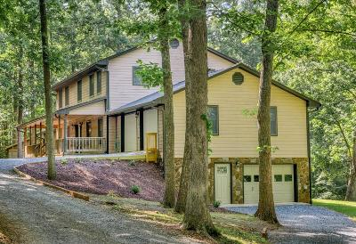 Single Family Home For Sale: 104 Hickory Lake Ln
