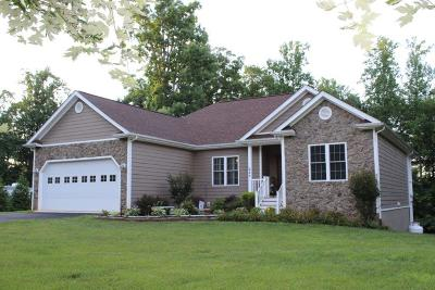 Rocky Mount Single Family Home For Sale: 225 Woods Edge Dr