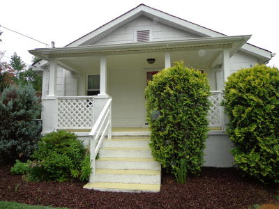 Salem Single Family Home For Sale: 830 Oakview Dr