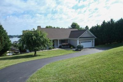 Single Family Home For Sale: 120 North Pointe Ln