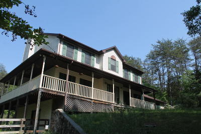 Botetourt County Single Family Home For Sale: 674 Brunswick Forge Rd