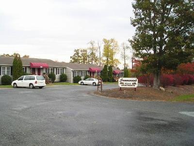 Moneta Multi Family Home For Sale: 2711 Bluewater Dr