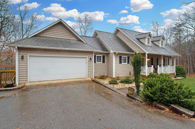 Single Family Home For Sale: 105 Hickory Lake Ln