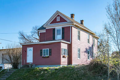 Salem Single Family Home For Sale: 626 S Market St