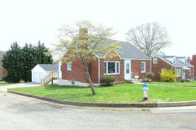 Single Family Home Sold: 4431 Hazelridge Rd NW