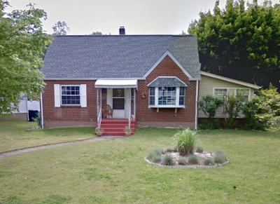 Single Family Home Pending: 2622 Derwent Rd SW