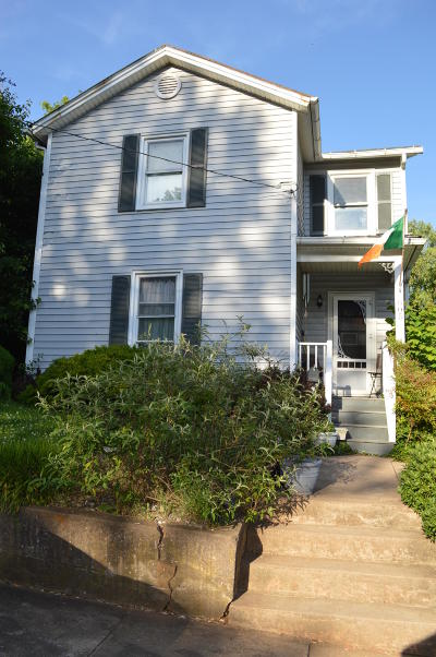 Bedford Single Family Home For Sale: 805 Grove St