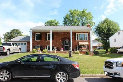Vinton Single Family Home For Sale: 1904 Cambridge Dr