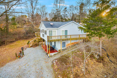 Single Family Home Sold: 70 Lilly Ln