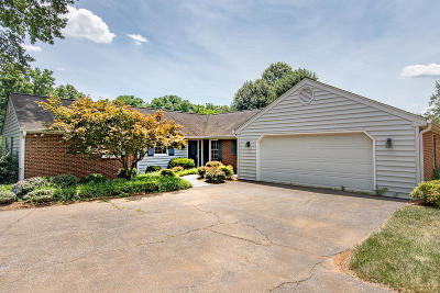 Single Family Home For Sale: 1709 Dawn Ln