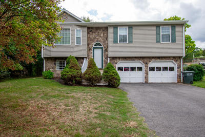 Salem Single Family Home For Sale: 1220 Foxhill Dr