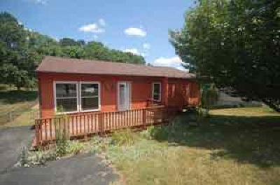 Roanoke County Single Family Home For Sale: 6855 Autumn Wood Ln