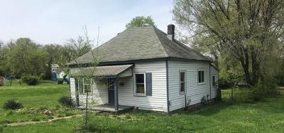 Roanoke City County Single Family Home For Sale: 2405 Roanoke Ave SW