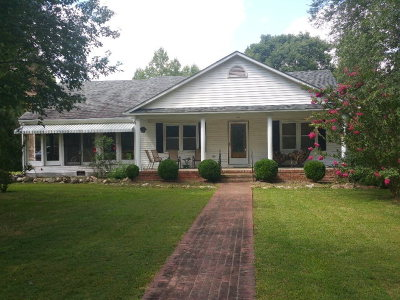 Mecklenburg County Single Family Home For Sale: 827 Newcomb Bridge Rd