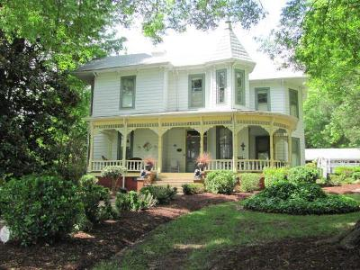 Mecklenburg County Single Family Home For Sale: 900 Virginia Avenue