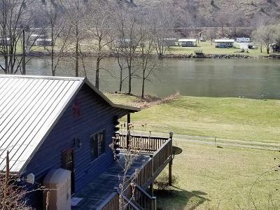 Grayson County Single Family Home For Sale: 689 River Beach Lane