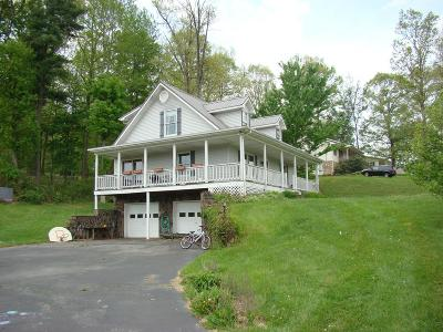 Chilhowie VA Single Family Home For Sale: $165,000