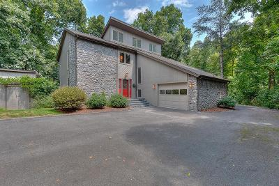 Bristol Single Family Home For Sale: 106 Shadowhill Lane