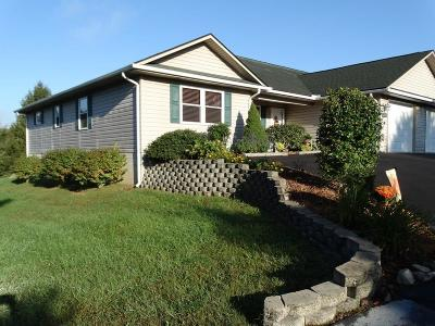 Carroll County, Grayson County Single Family Home For Sale: 123 Fairway Villa