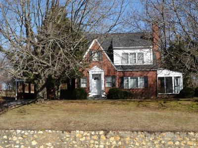 Carroll County Single Family Home Active Contingency: 1333 Main Street
