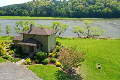 Carroll County Single Family Home For Sale: 104 Lands End Ln