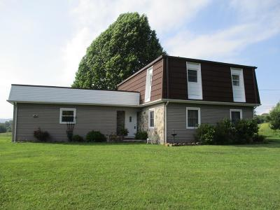 Chilhowie VA Single Family Home For Sale: $138,000