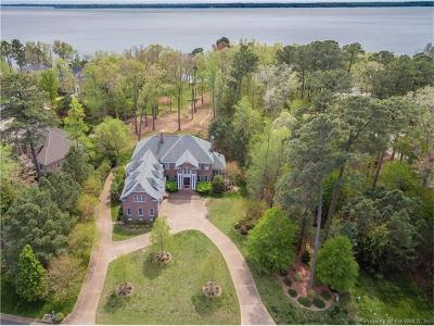 Isle Of Wight County, James City County, New Kent County, Suffolk County, Surry County, Williamsburg County, York County Single Family Home For Sale: 3004 Kitchums Close