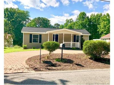 Williamsburg VA Single Family Home For Sale: $219,900