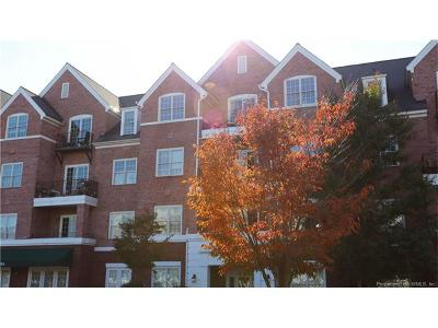 Condo/Townhouse For Sale: 5215 Center Street #211