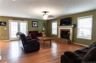 Gloucester Single Family Home For Sale: 8257 Hamilton Drive
