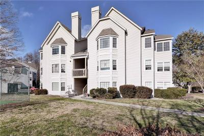 Williamsburg Commons Condo/Townhouse For Sale: 104 Windsor Lane #L