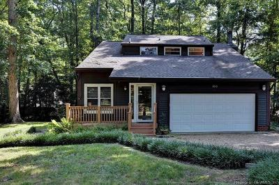 Yorktown Single Family Home For Sale: 100 Somerset Circle
