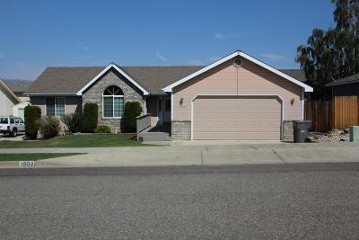 Wenatchee Single Family Home For Sale: 1503 Willow Pl