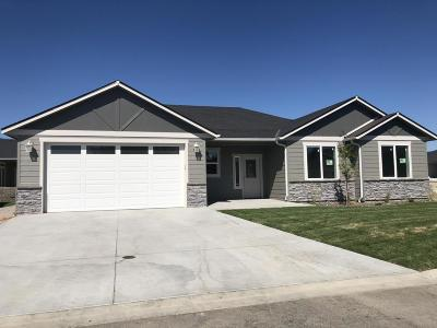 Wenatchee, Malaga Single Family Home For Sale: 208 Pershing Circle