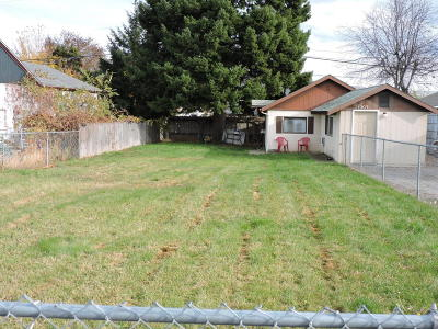 Wenatchee WA Single Family Home For Sale: $129,000