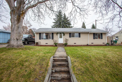 East Wenatchee Single Family Home For Sale: 295 N Iowa Ave